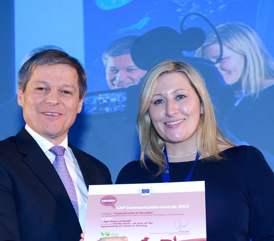 EU Agriculture Commissioner, Dacian Cioloș, presents the CAP 50 Communication Award to Dr. Vanessa Woods for 'Communication to the Public'